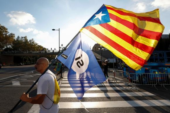 Defensores del referéndum reclaman diálogo con el gobierno central. Foto: AFP