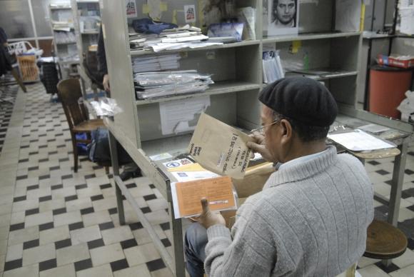 Una tendencia emergente en todo el mundo es reinsertar en las plantillas laborales a trabajadores jubilados. Foto: Archivo El País