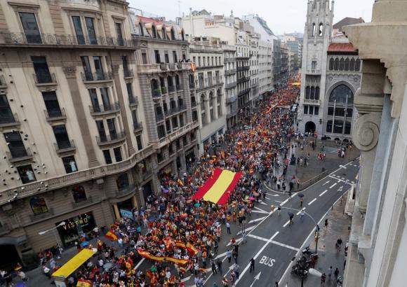 El gobierno de España ratificó que actores del referéndum deben ir antes a la Justicia. Foto: Reuters