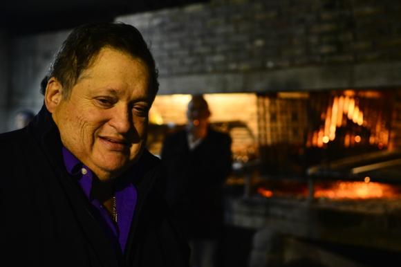 Eddie Espert, hace 13 días, supervisando la puesta en escena para el retorno de Los Saltimbanquis. Foto: G. Pérez