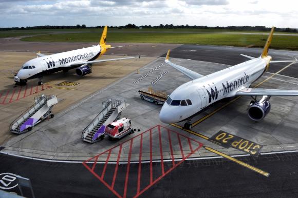 La aerolínea Monarch es muy popular entre los veraneantes británicos por sus destinos de sol y playa en el sur de Europa.  (Foto: Reuters)