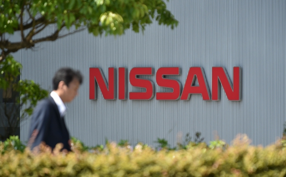 Nissan tuvo que suspender la venta de nuevos vehículos. (Fotos AFP)