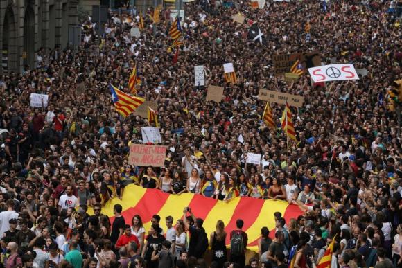 Más protestas pacíficas en las calles de Cataluña. Foto: Reuters