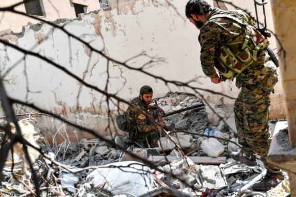 Soldados de las SDF en Raqa. Foto: AFP.