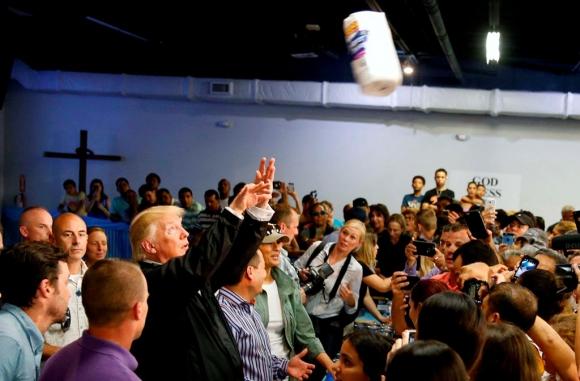Donald Trump en Puerto Rico.  Foto: Reuters