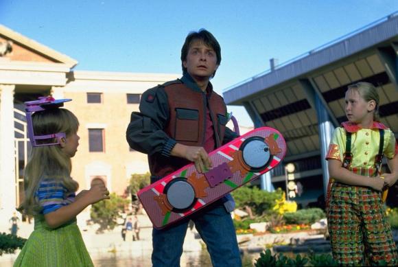 Volver al futuro: la famosa patineta de McFly cuando llegaba al 2015 es un emblema. Foto: Difusión
