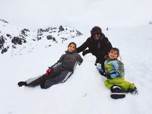 Rafa viajó a Bariloche junto a sus hijas para cumplir el primer sueño.