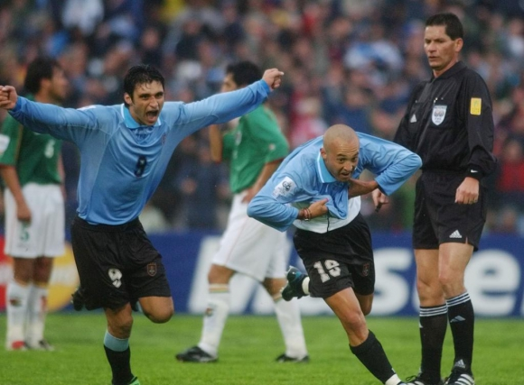 Javier Chevantón y Carlos Bueno: ambos anotaron ante Bolivia en 2003. Foto: Archivo El País