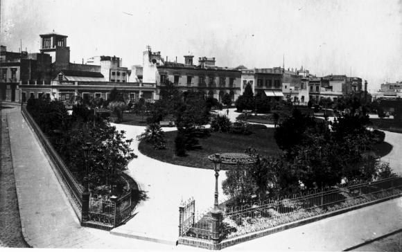 Antigua foto de la Plaza Zabala. Foto: Colección Caruso / Archivo El País