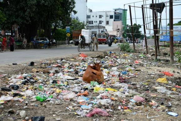 Ciudadanos son apáticos ante mugre esparcida por la ciudad. Foto: AFP