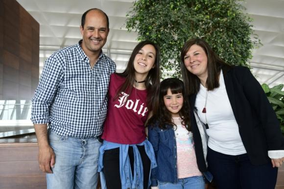Pablo, Nikole y Pilar Davila, Verónica Ribeiro.