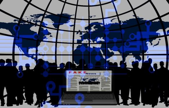 Interior preocupado por las noticias falsas que se difunden por internet. Foto: Pixabay.