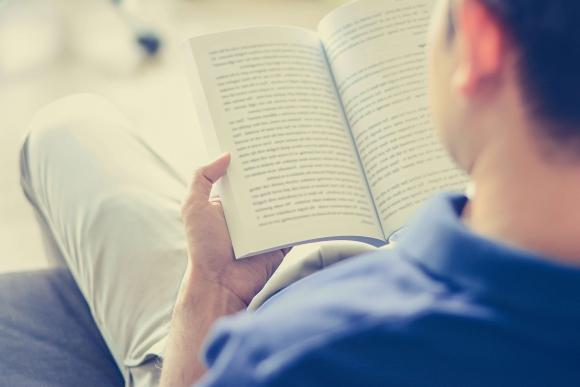 Lectura. Ya sea digital o impresa, referentes de negocios mantienen la pasión. (Foto: Shutterstock)