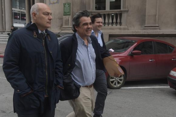 El director opositor Carlos Camy dijo que el ente operó con Trafigura sin contrato. Foto: F. Flores