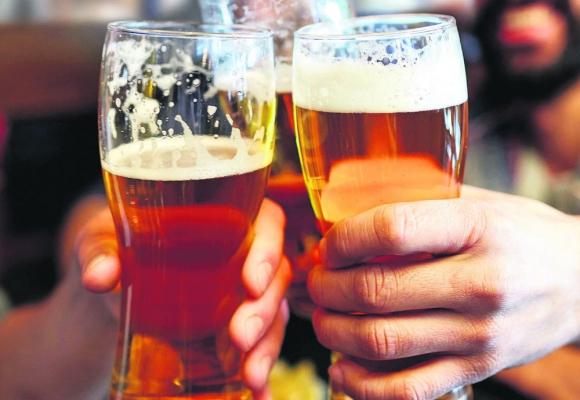 Se consumen 110 millones de litros de cerveza, Foto: AFP