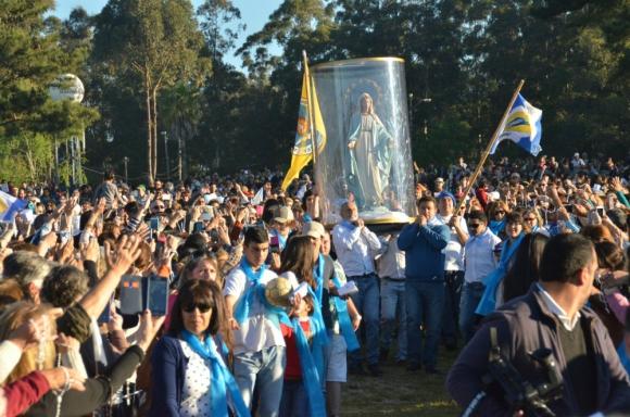 Cerca de 200 kilómetros recorrió el sábado la procesión con la imagen de la Virgen María. Foto: V. Rodríguez