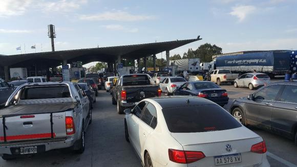Desde el jueves ingresaron unos 15 mil turistas y salieron del país unos 8 mil. Foto: Daniel Rojas