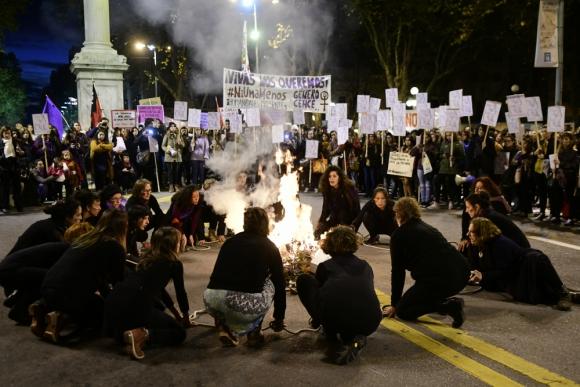 Mujeres contra la violencia. Foto: Marcelo Bonjour