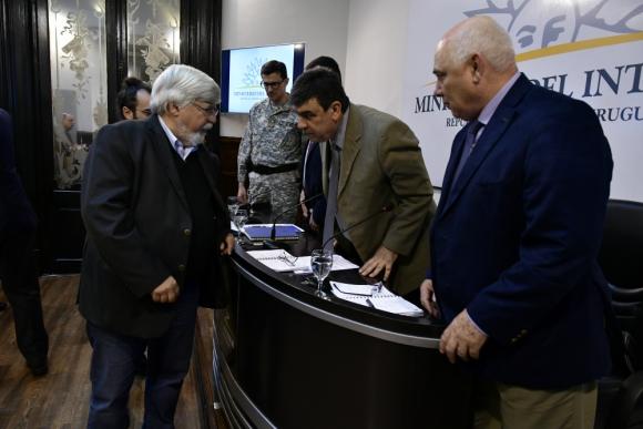 Bonomi escuchó la conferencia del director de la Policía, Mario Layera, y se retiró sin hacer comentarios. Foto: F. Ponzetto