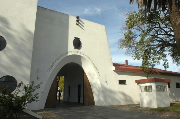 Ex Regimiento N°9: expediente judicial dice que hubo deficiencias en refacción de ese centro. Foto: Archivo