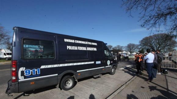 La camioneta en que fue trasladado el cuerpo. Foto: La Nación.