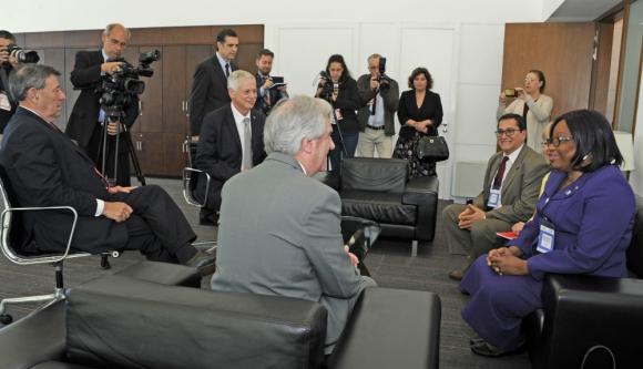 Tabaré Vázquez, Carissa Etienne, Rodolfo Nin Novoa, Giovanni Escalante y Jorge Basso. Foto: Presidencia