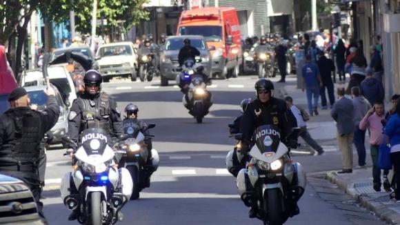 En medio de un fuerte operativo de seguridad, el cuerpo llegó ayer a Buenos Aires. Foto: La Nación / GDA