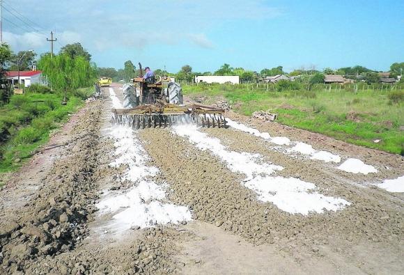 Crean varios tramos en Cebollatí, Artigas y Bella Unión con material sustentable. Foto: El País