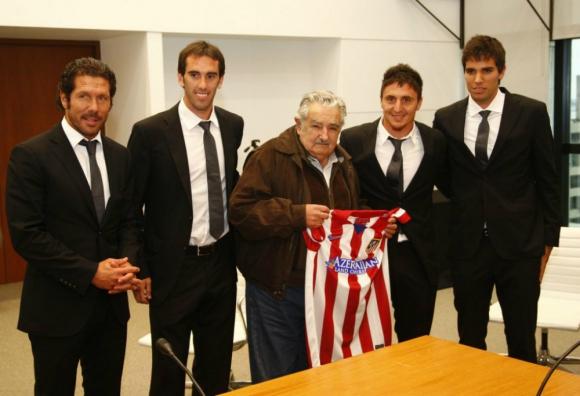 Mujica en Madrid junto a Simeone, Godín, Cristian Rodríguez y Leandro Cabrera. Foto: Archivo.