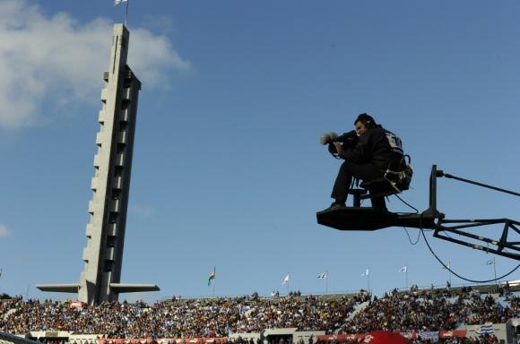 Los partidos: ¿se podrán ver por televisión abierta?. Foto: archivo El País