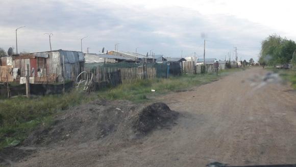 En 3 años de ocupación se formó un barrio sobre las vías de la estación Bella Unión. Foto. El País