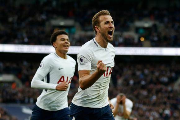 Harry Kane festejando el gol de Tottenham con Dele Alli atrás. Foto: AFP