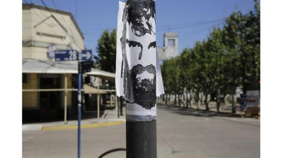 La ciudad natal de Santiago Maldonado se llenó de carteles con su cara. Foto: La Nación