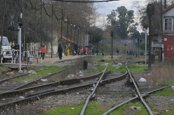 Se enterrará la vía a lo largo de 800 metros en Las Piedras. Foto: Ariel Colmegna