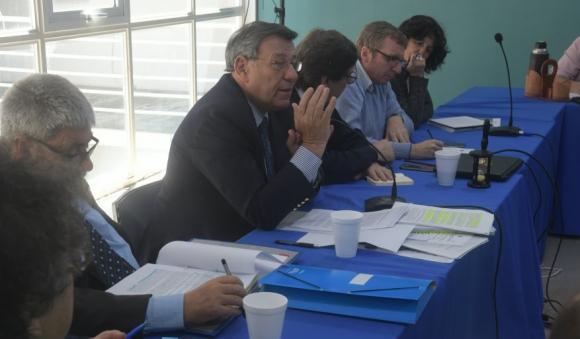 Nin Novoa debatió el TLC con Chile junto al secretariado del FA. Foto: Francisco Flores