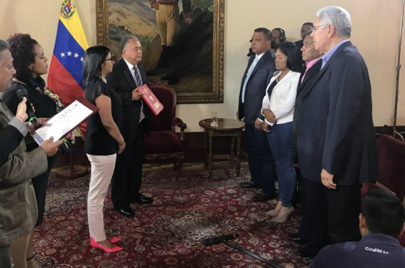 Cuatro gobernadores opositores juramentaron ante Constituyente venezolana. Foto: Twitter @ANC_ve
