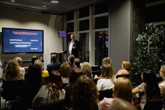 El profesor Anton Hommer durante la charla.