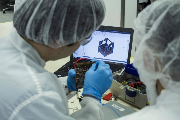 El satélite fue denominado Proyecto Irazú. Foto: AFP