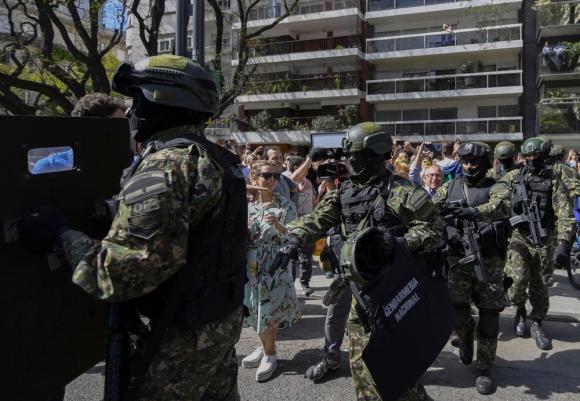 La Gendarmería fue a buscar a De Vido a su casa en el barrio de Palermo. Foto: AFP