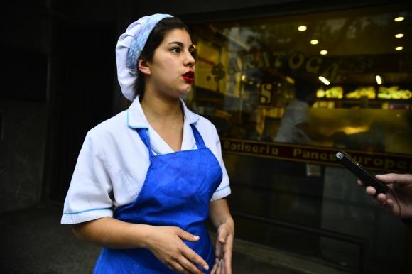 Sofía sigue sorprendida por el accionar del agente de la Unidad de Respuesta de la Policía. Foto: G. Pérez