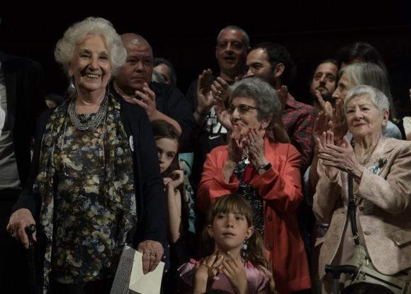 Abuelas de Plaza de Mayo anunciaron la restitución de la nieta número 125. Foto: AFP.