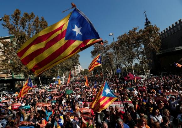Catalanes se manifiestan en Barcelona por la independencia. Foto: Reuters.