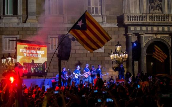 Celebraciones en Cataluña por la declaración de Independencia. Foto: EFE