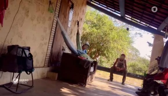 Trabajo esclavo en granjas de Haribo en Brasil. Foto: Captura.
