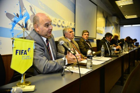 Legal. El abogado José Rosenabum atendió las cuestiones de los dirigentes de los clubes. Foto: Gerardo Pérez