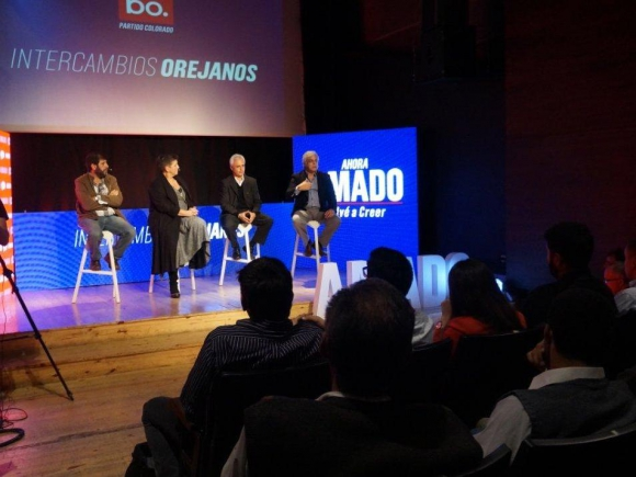 Fernando Pereira, Lilián Abracinskas, Adolfo Garcé y Gonzalo Mujica.