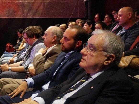 Sanguinetti sentado al lado de Amado.