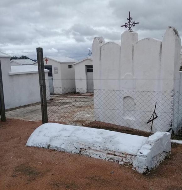 Extramuros: una tumba misteriosa en un cementerio de Cerro Largo. Foto: N. Araújo