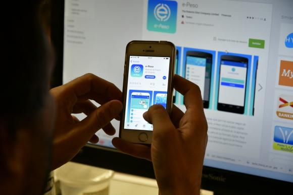 Lanzó emisión de billetes digitales y así es como funcionan — Uruguay pionero