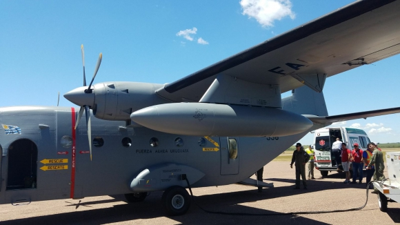 Aviocar durante el traslado de un paciente hasta Montevideo. Foto: Fuerza Aérea Uruguaya